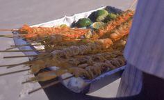 camarao de praia frito no espetinho - petisco/snack comprado