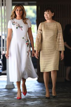 First Lady Melania Trump arrived for an evening in Tokyo alongside President Trump in a luxuriously whimsical feather embroidered gown. Trump Melania, First Lady Melania Trump, Milania Trump Style, Carolina Herrera Dresses, Jessica Parker, First Ladies, Fashion Dresses, Style Inspiration, Gowns