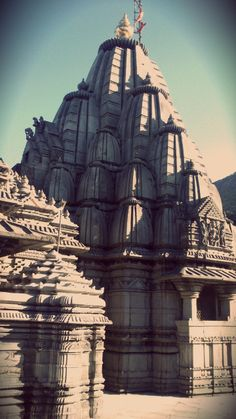 Standing Tall  #girnar #hills #gujarat #temple #jain #photography