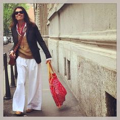 "On my way just to a ""normal"" working day with @ladoublej .#redbandana @maisonjejia #albertobiani @angelabiani @prada @gianvitorossi @parmeggianibags  @rthshop ! ❤️❤️❤️ #tapfortags"
