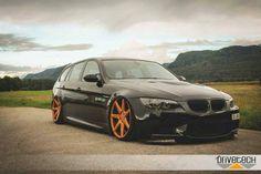 BMW E91 3 series Touring black slammed