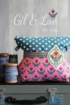 Jetzt aber... Gil und Luv - die Stickserie ~ Lila-Lotta One Bag, Quilted Bag, New Hobbies, Sewing Hacks, Machine Embroidery, Diaper Bag, Needlework, Quilts, Scrappy Quilts