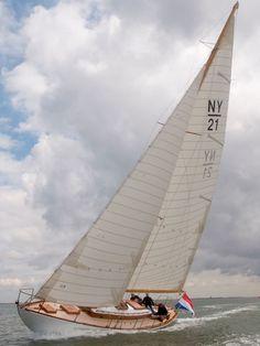 Lithuanian Handmade Nautical Bracelets & Accessories by Shkertik Kayaks, Sailing Ships, Sailing Boat, Classic Sailing, Sailboat Painting, Yacht Interior, Sail Boats, Narrowboat, Yacht Design