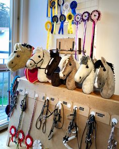 Horse stable for caballitos de palo Cowboy Theme Party, Stick Horses, Hobby Horse, Horse Crafts, Horse Stalls, Breyer Horses, Horse Photography, Whippet, Stables