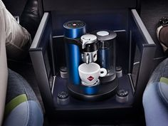 Rinspeed XchangE : an insane concept car with a 32in 4K screen. And a coffee machine