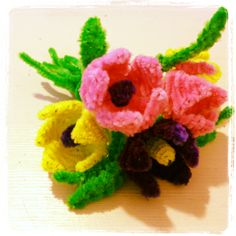 pipe cleaner flowers Pipe Cleaner Crafts. explanations and tutorials are available on the site