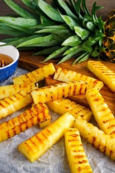 Welcome to Air fryer Honey Glazed Pineapple Fries recipe. Delicious fresh pineapple cooked to perfection in the Airfryer. Seasoned with cinnamon and honey for… Air Fryer Recipes Breakfast, Air Fryer Oven Recipes, Air Fryer Dinner Recipes, Gourmet Breakfast, Cooks Air Fryer, Air Frier Recipes, Paleo, Air Fryer Healthy, Cooking Recipes