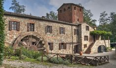 Rustic wedding venues in Tuscany do not come much more charming than 'Mulino delle Pile'. Located a few kilometres from the famous Abbey of San Galgano, this location is a great solution for couples wanting a small Italian wedding venue