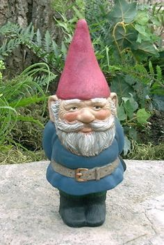 my love affair with garden gnomes burns on...