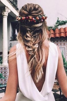 33 Wedding Hairstyles With Flowers ❤️ wedding hairstyles with flowers on blonde hair half up half down with braids boho bride cruz.makeup # Wedding Hairstyles boho 33 Wedding Hairstyles With Flowers For Your Fairytale Day Wedding Hair Flowers, Hair Comb Wedding, Flowers In Hair, Short Wedding Hair, Bridal Hair Vine, Diy Flowers, Trendy Wedding, Wedding Makeup, Summer Wedding