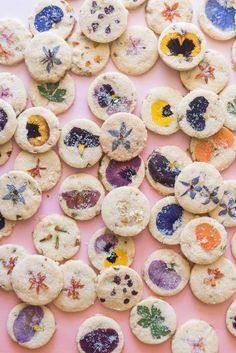 Gluten-Free Edible Flower Pistachio Shortbread Cookies - Food and drink - Kekse Cookies Gluten Free, Vegan Wedding Cake, Decoration Patisserie, Cookies Et Biscuits, Baby Cookies, Heart Cookies, Valentine Cookies, Easter Cookies, Birthday Cookies