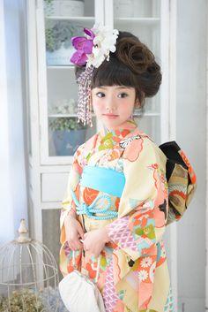 7-14昔黄 Yukata Kimono, Kimono Fabric, Kimono Dress, Japan Fashion, Kids Fashion, Traditional Japanese Kimono, Japanese Costume, Girl Bands, Gold Dress