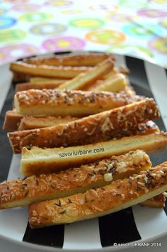 Hot Dog Buns, Biscuits, French Toast, Dinner Recipes, Food And Drink, Pizza, Sweets, Bread, Snacks