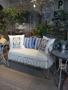crisp upholstery and cushions an interesting contrast to the surrounds and the old wire daybed