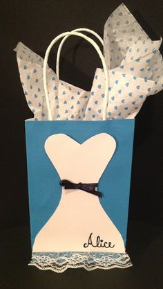 Alice in Wonderland Inspired Christmas/ Gift Bags///Craft Room Secrets