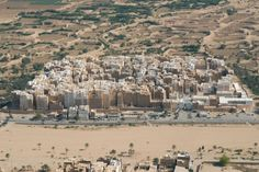 "Yemen's ""Manhattan of the Desert"" Boasts 400 Habitable Clay Towers"