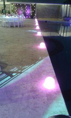 Iluminación Boda en borde de piscina. J&A Producciones