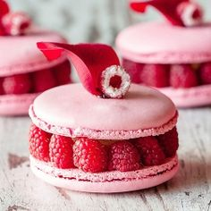 Vanilla, raspberries and lychee macarons (in french)