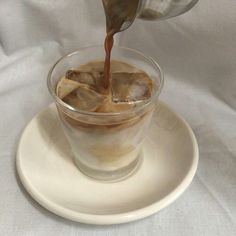 I c e b a b e ❄️ Cream Aesthetic, Aesthetic Coffee, Aesthetic Food, Aesthetic Style, Japanese Aesthetic, White Aesthetic, Coffee Cafe, Iced Coffee, Coffee Drinks