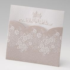 Einladungskarte, Einsteckkarte in 'altweiß' und 'beige' mit Floralem Muster und geprägten Blüten.