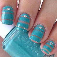 Bom dia! Finalmente sábado!!!! UHULLLL \o/ #nailart #nailsticker #manicure #nailtreatment #nailgel