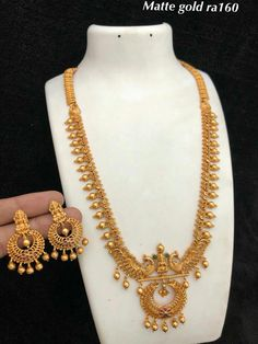 fool's gold jewelry box in rose gold jewelry near me what gold jewelry chain, lady buxton gold jewelry box Indian Jewelry Earrings, Real Gold Jewelry, Gold Jewellery Design, India Jewelry, Bead Jewellery, Jewelry Sets, Gold Haram Designs, Gold Bangles, Necklace Designs