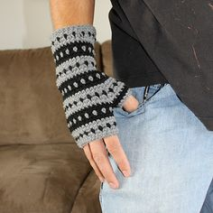 Beautiful hand warmers... pattern has sizing from tot to adult!