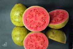 Frutas brasileiras deliciosas!! Goiaba vermelha!