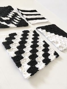 Excited to share the latest addition to my shop: Modern Washcloth Set - Modern Crochet Dishcloth Set - Cotton Dishcloth - Knit Washcloth - Kitchen Decor - Housewarming Gift Crochet Pillow, Knit Or Crochet, Free Crochet, Knitted Washcloths, Crochet Dishcloths, Easy Crochet Patterns, Knitting Patterns, Modern Crochet Blanket, Just Because Gifts