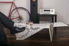 Eine Spitzendecke Aus Stahl Wie Ein Moderner Designer Tisch Geformt? # Designer #geformt #