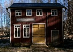 Old finnish grocery building. Garage Doors, Cabin, House Styles, Building, Outdoor Decor, Scale, Pictures, Home Decor, Weighing Scale