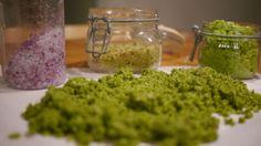 FARGERIKT FELLESKAP: Skulle man mot formodning gå tom for ideér hva smaker angår, hva med å lage fargerike salt isteden? Foto: Lars Moen