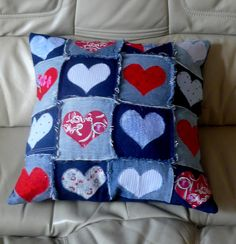 Recycled Denim Cushion I have been recycling denim jeans again. The latest creation is a cushion made from various shades of denim with red and blue hearts appliqued on each square. I have backed the cushion with a bluie… Sewing Pillows, Diy Pillows, Cushions, Jean Crafts, Denim Crafts, Fabric Crafts, Sewing Crafts, Sewing Projects, Artisanats Denim