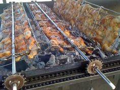 Resultado de imagen de DIY rotisserie and rotating baskets Rotisserie Smoker, Rotisserie Chicken, Fire Cooking, Outdoor Cooking, Chicken Grill Machine, Smoking Cooking, Bbq Spit, Bbq Smoker Trailer, Bbq Roast