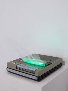 "Via Lewandowsky ""Don't cry"", 2015 ITT Cassette Recorder SL 500, 2 Verdampfer, MP3-Player, Steuerung // 22 cm x 25 cm x 30 cm // © VG Bild-Kunst, Bonn 2015"