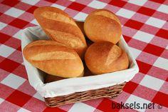 Bladerend door al de recepten op mijn blog, bedacht ik me wat een enorme hoeveelheid baksels er in het driejarig bestaan van baksels.net zijn gemaakt en geplaatst! Én dat er tussen die grote hoeveelhe