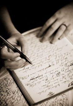 Scrivo parole nella notte come se fosse uno specchio che mi riflette l'animaScrivo per il bisogno di dare un senso agli avvenimentiScrivo ...