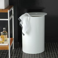 Looking for a simple, minimalist bath hamper? West Elm& Lacquer Bath Hamper is a good choice; made from wood with a white lacquer finish, the hamper c Modern Bathroom Accessories, Modern White Bathroom, Bath Accessories, Modern Bathrooms, Modern Hampers, Black Hexagon Tile, Black Tiles, Minimalist Baths, Design Apartment