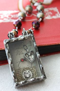 This is a beautiful and clever idea.  I would love to make this glass-enclosed charm necklace.