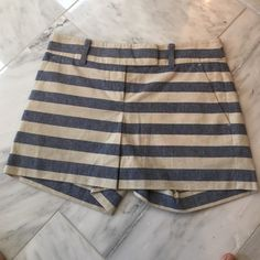 ⭐️Like New⭐️ Ann Taylor Striped Shorts 0 ⭐️Like New⭐️ Ann Taylor striped shorts. Size 0. No signs of wear. Worn once and dry cleaned! Ann Taylor Shorts