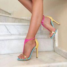 eb3de3a84 Instagram media by locca.fashion - 💛 ayakkabiprensi💛 💛 ameliechick💛.  Sapatos SandáliasCalças FemininasSaltos ...