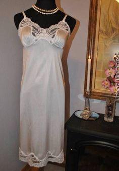 Vtg VASSARETTE Plus Size 40-42 French Lace Full Dress Slip White Nylon FREE Ship #Vassarette #FullSlips