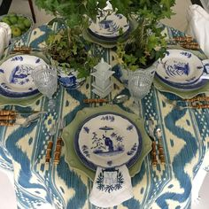 I could not resist, I knew this would make an amazing tablecloth and it did not disappoint!! The gorgeous Bali Hai by @quadrillefabrics sure makes a beautiful table… My own blue and white dishes, the gorgeous bamboo flatware from @juliskaofficial