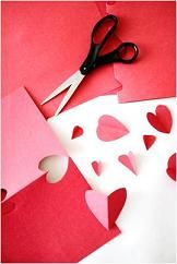 How to Make a Valentine Day& Version of Pin the Tail on the Donkey Valentines Games, Valentine Crafts For Kids, Valentines Day Party, Valentine Gifts, Valentine Ideas, Holiday Crafts, The Donkey, Paper Hearts, Preschool Crafts