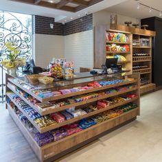 Small Store Design, Retail Store Design, Shop Shelving, Diy Storage Shelves, Supermarket Shelves, Supermarket Design, Pharmacy Design, Store Layout, Counter Design