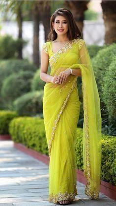 My dream saree Trendy Sarees, Stylish Sarees, Dress Indian Style, Indian Dresses, Sari Blouse Designs, Saree Blouse Patterns, Saree Designs Party Wear, Sarees For Girls, Moda Indiana