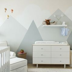 """If this nursery """"peaks"""" your interest, click the [LINK IN PROFILE✨] to take the tour. #mountainpuns // Design by @saratouijer of #HomepolishNYC + phto by @kelseyannrose."""