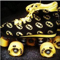 Retro your retro with these Batman roller skates Roller Derby, Roller Skating, Batman Love, Batman And Superman, Batman Stuff, All Batmans, Character Qualities, Nananana Batman, Batman Outfits