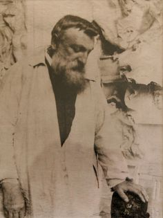 Gertrude Kasebier: Rodin before The Gates of Hell, 1905.  Vía
