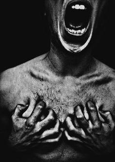 Te amo Deus, sei que dentro em mim há uma chama que me chama para ser voz aos que clamam... Mas para ti, não para homens. Homens såo cruéis e egoístas... mas Tú és Fiel...